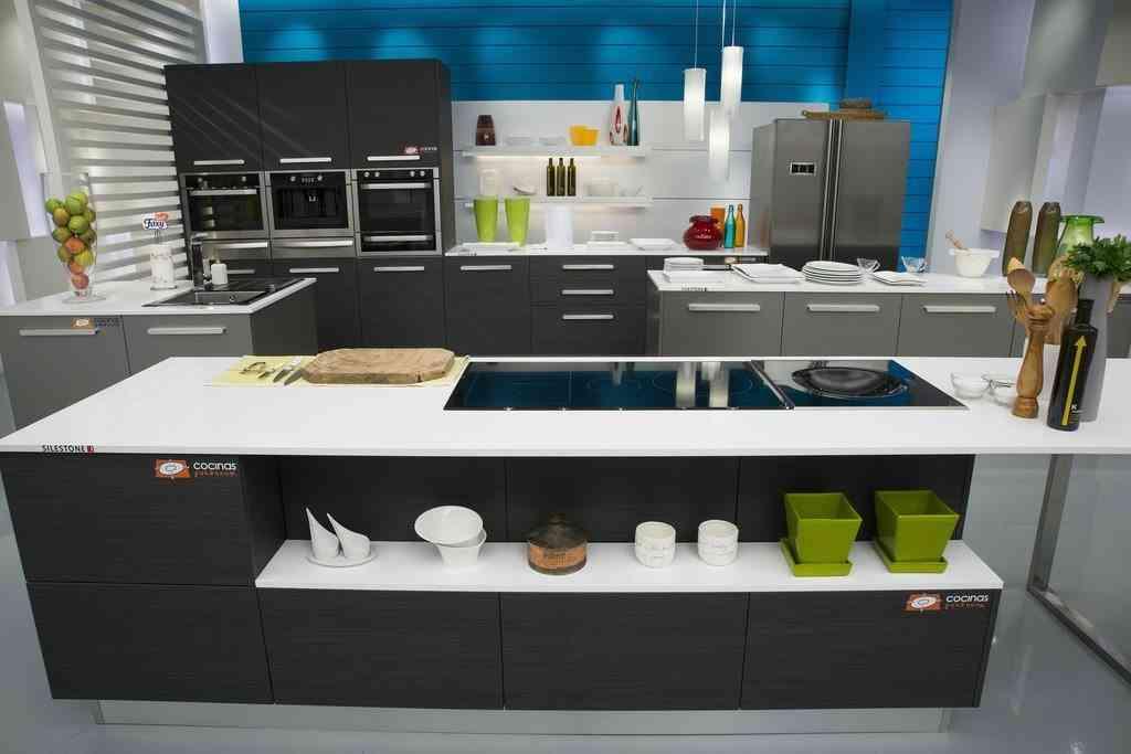 Consejos para elegir los estantes para las cocinas - Television en la cocina ...