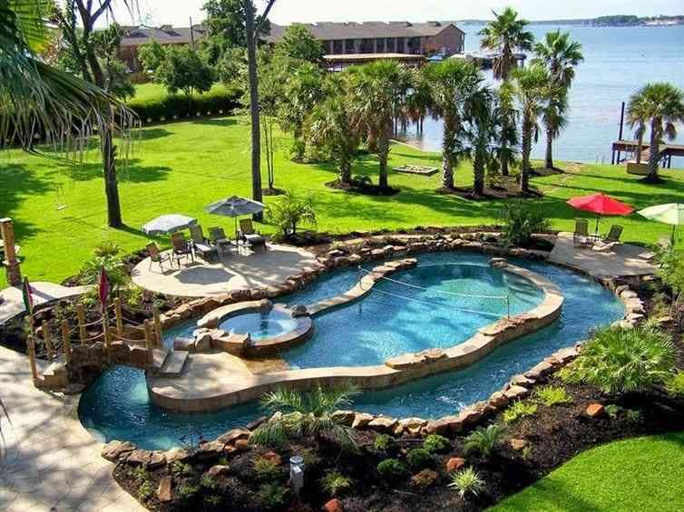Y para terminar, una impresionante piscina que todos deseamos