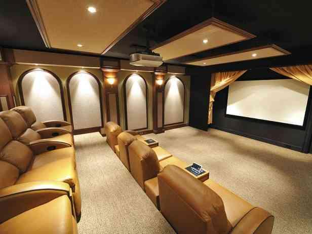 Salón para ver películas o fútbol de lujo
