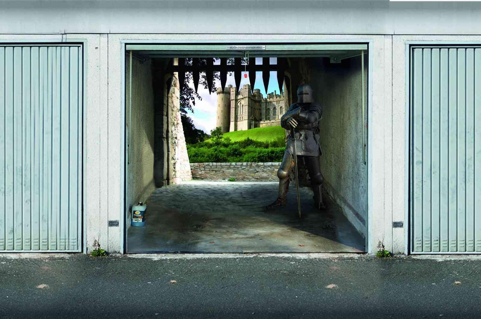 mural simulando un escenario en puerta de garaje