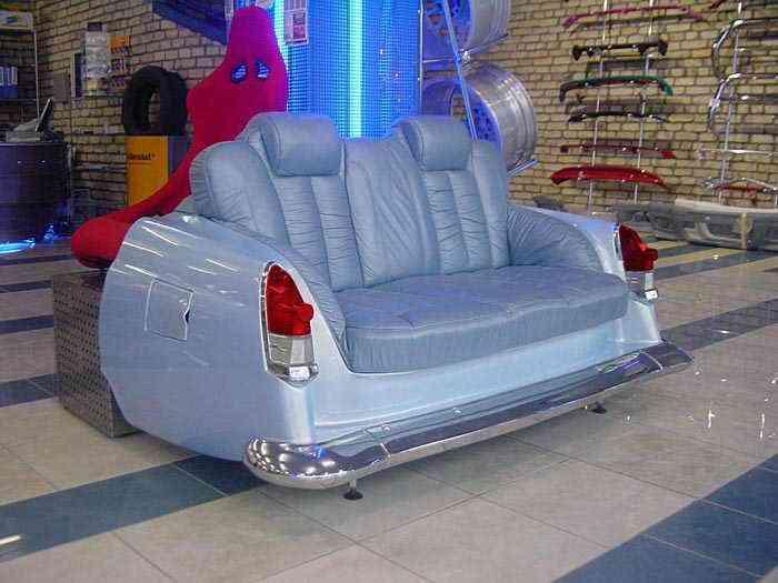 Sofa en garaje