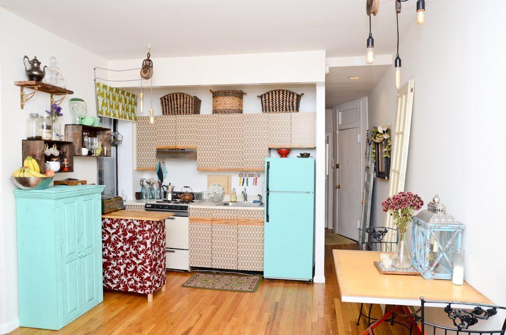 vivienda pequeña con muebles empapelados