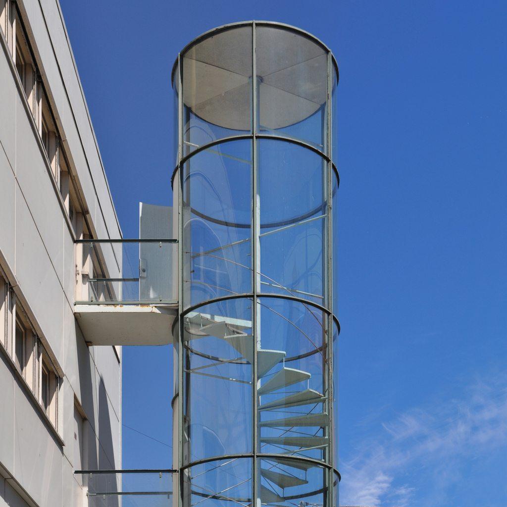Escaleras de cristal para la decoraci n de interiores for Soluciones para escaleras