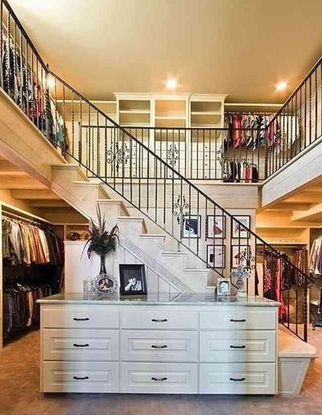 Un vestidor y armario de 2 plantas, el sueño de cualquier mujer