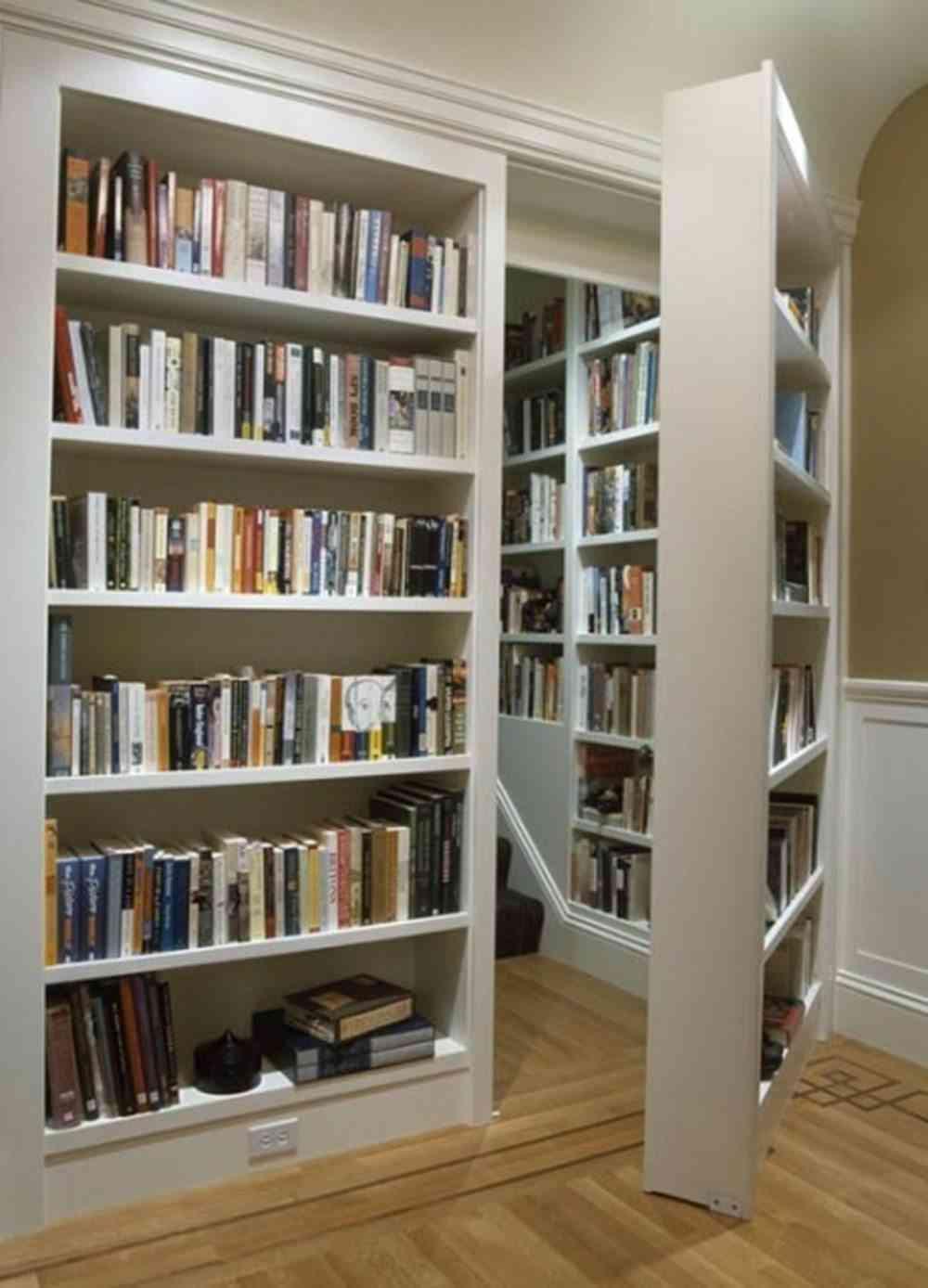 Un habitación oculta tras una librería