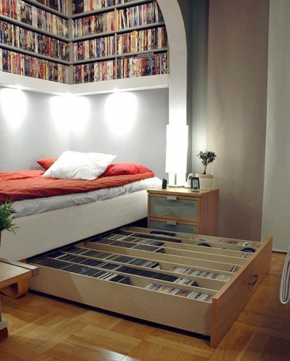 Una librería para libros o discos debajo de tu cama