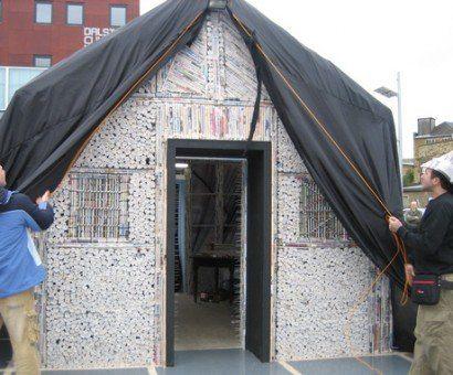 casa hecha de periodicos