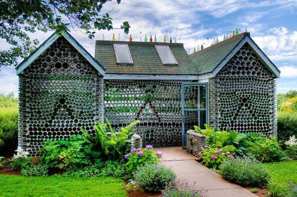 casa hecha de botellas