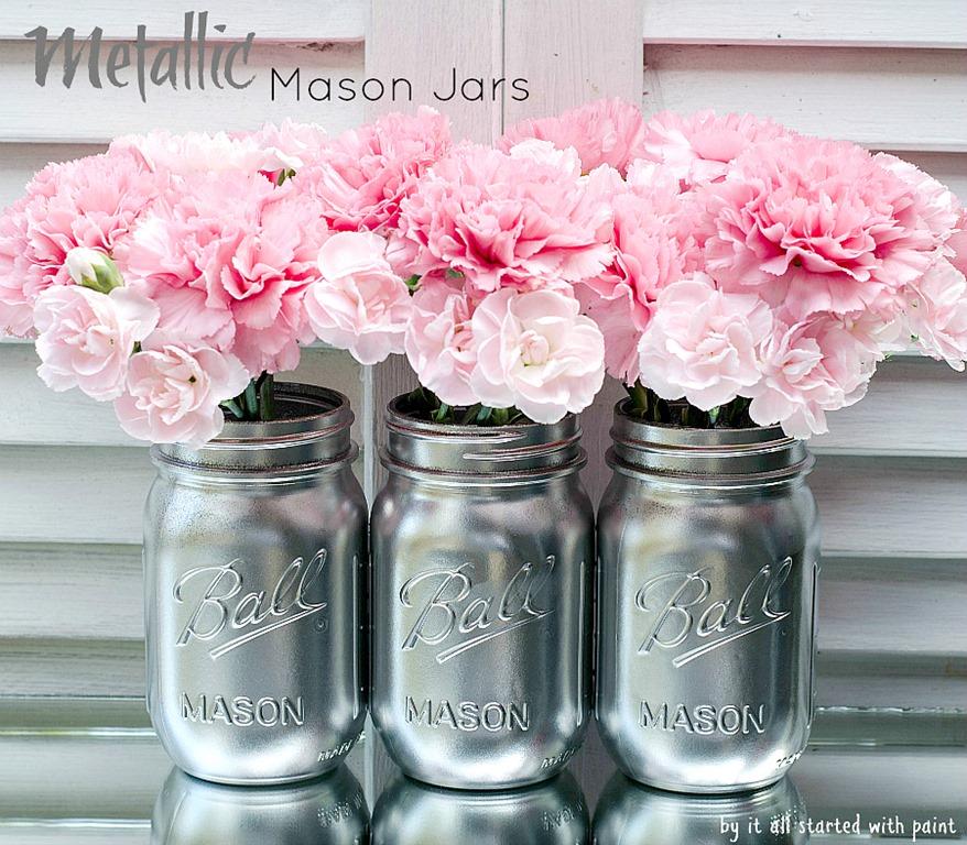 utilizar tarros de cristal - jarrones metalizados con flores rosas