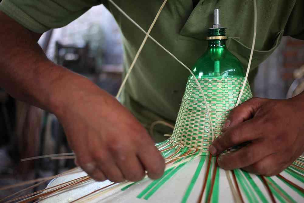 PET Lamp: lámparas hechas de bolletas de plástico