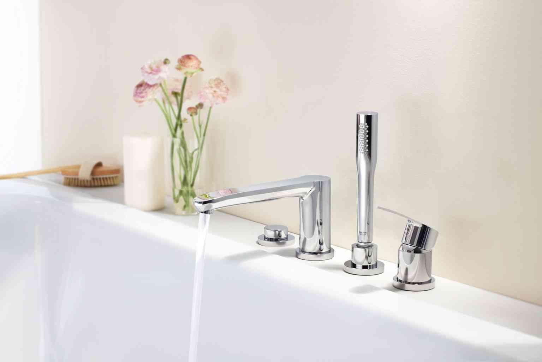 baño romántico flores en lavabo