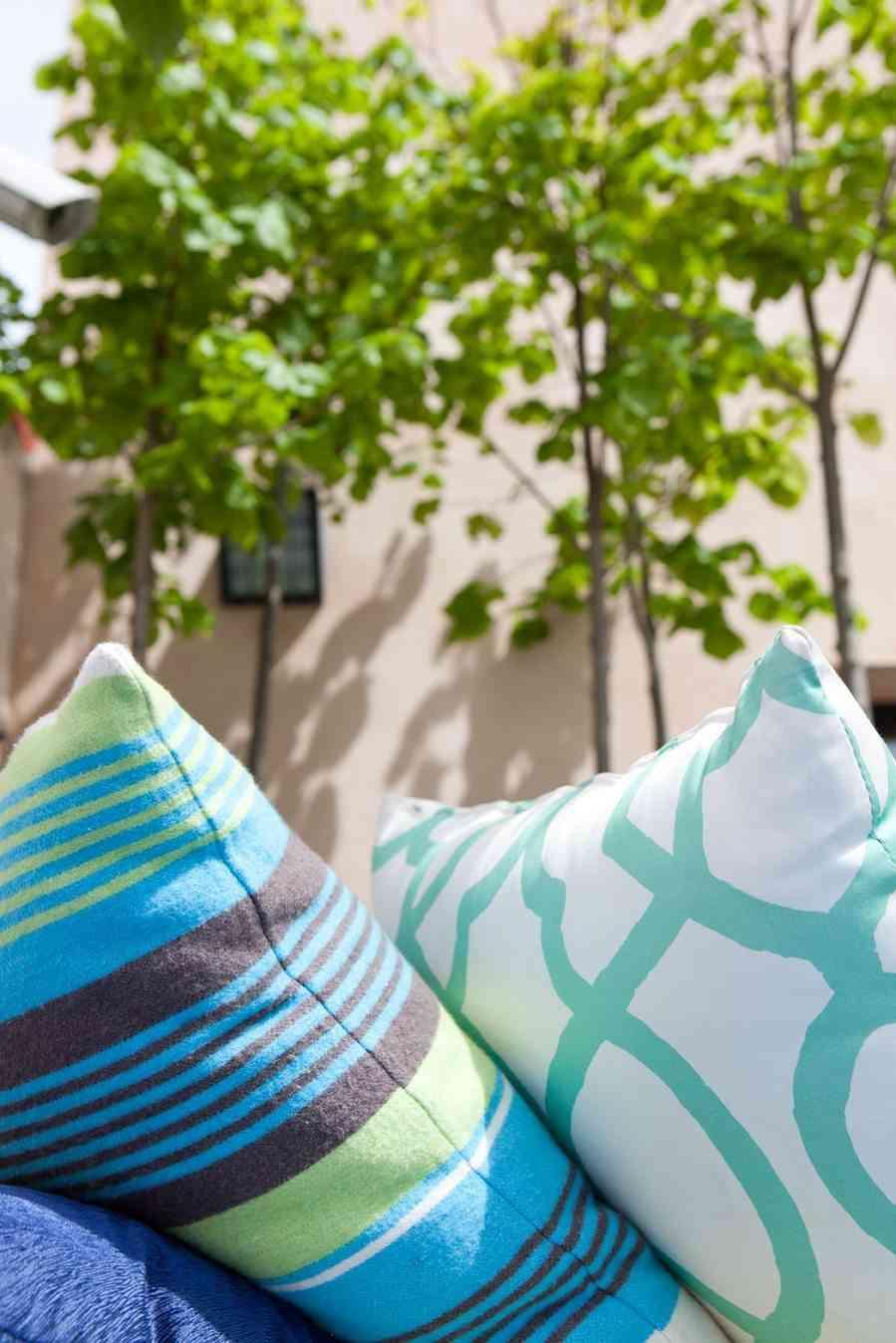 terrazas de verano - detalle cojines terraza miguel moreno