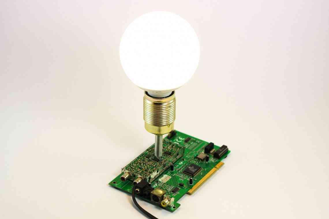 lampara hecha con resto de tv