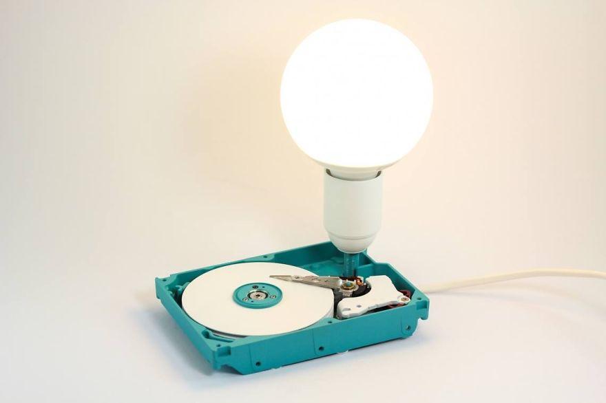 disco duro convertido en lampara