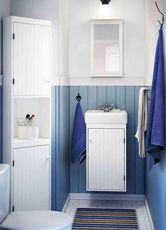 decoracion de una casa de playa bano azul y blanco ikea