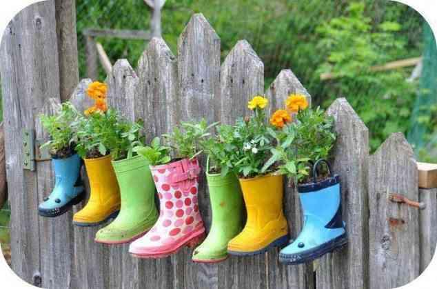 botas de agua reutilizadas para decorar