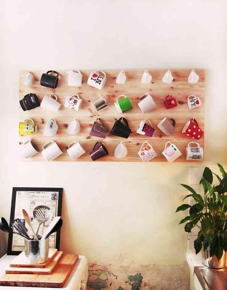cómo decorar un espacio con tazas de café