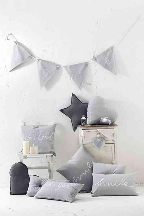 decorar con cojines muy mucho ambiente gris