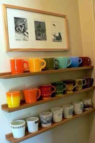 decorar un espacio con tazas de café