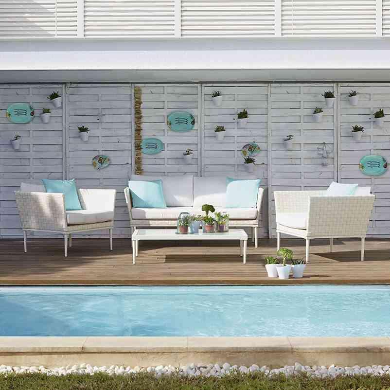 piscina en casa enterrada con zona de estar de lm