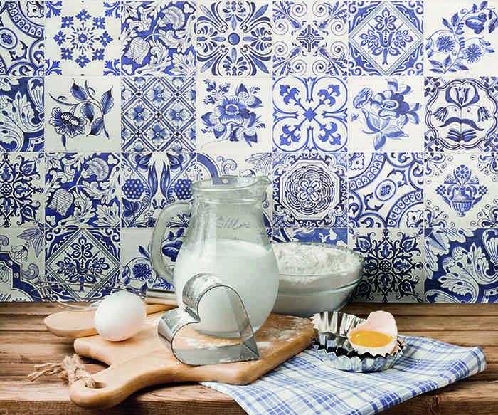 como decorar con azulejos en azul y blanco Fabresa Serie Oporto baja