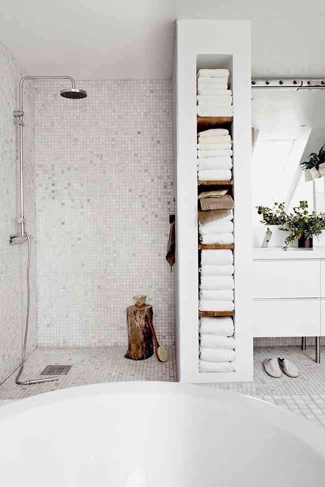 estanterías para organizar el baño