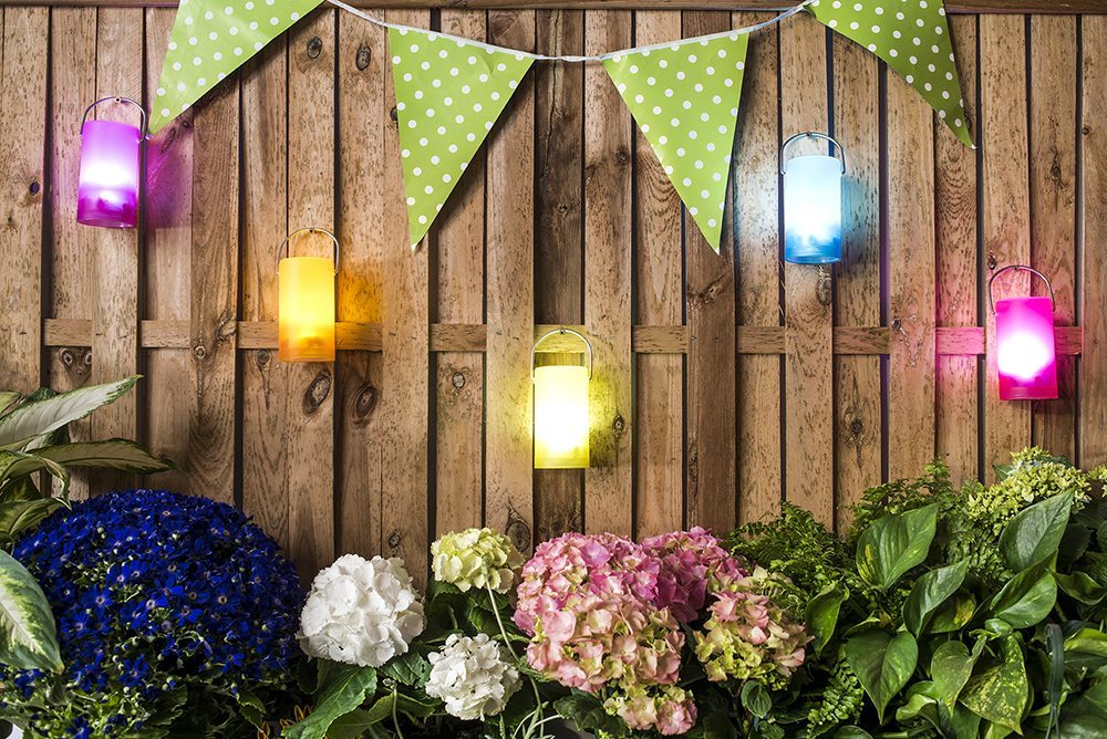 del jardn y la terraza tambin de noche pero para que las veladas estivales sean realmente mgicas se necesita una buena iluminacin exterior