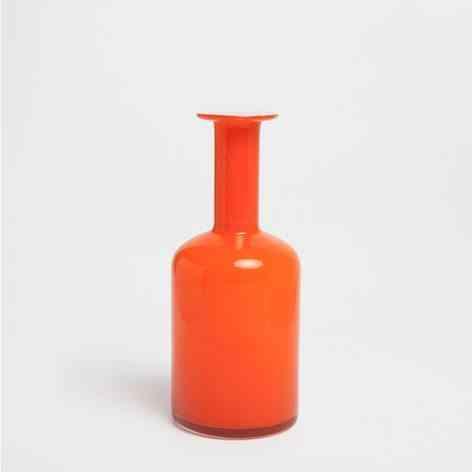 jarrón naranja para decorar con paredes en tono suave