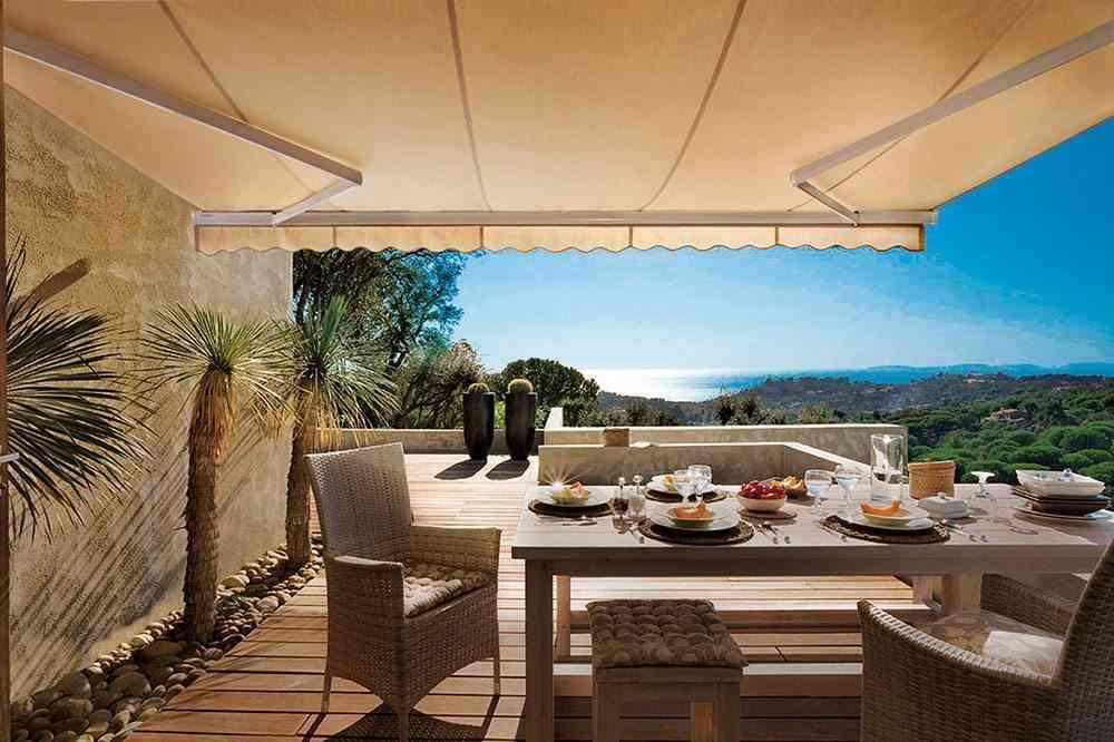 Ideas para acertar con el toldo de la terraza o el jard n for Muebles de terraza leroy merlin