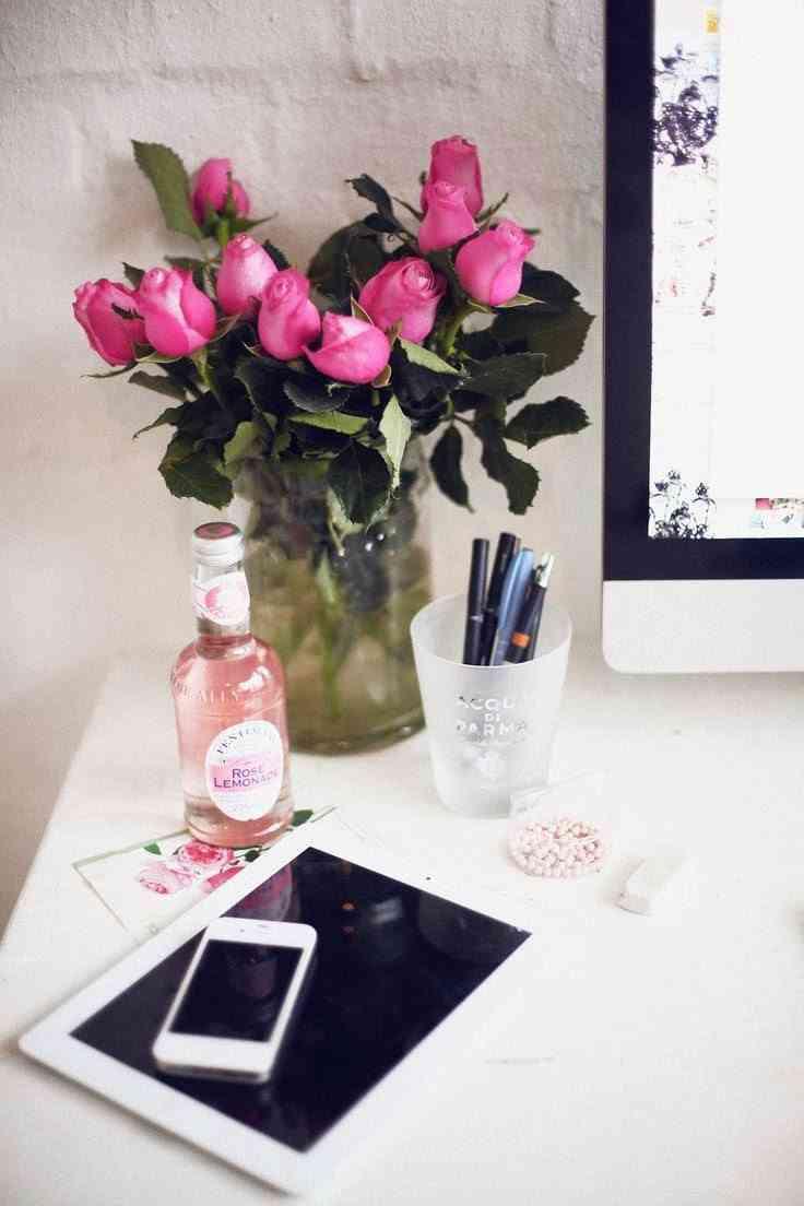 oficina en casa con flores
