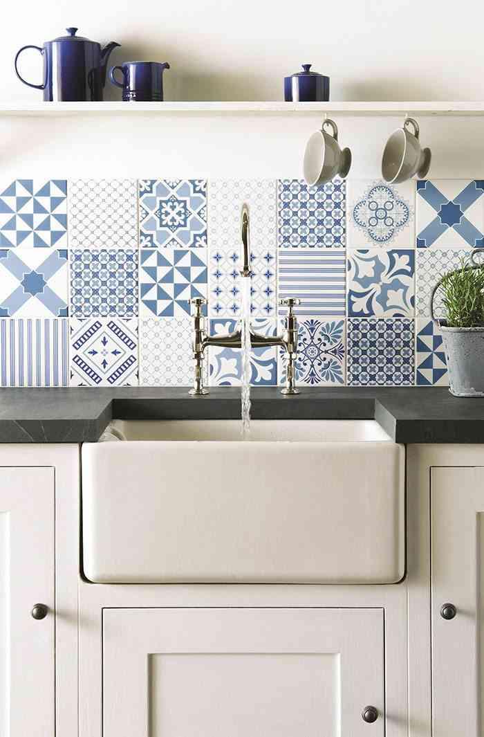 como decorar con azulejos en azul y blanco Original Style antepecho cocina