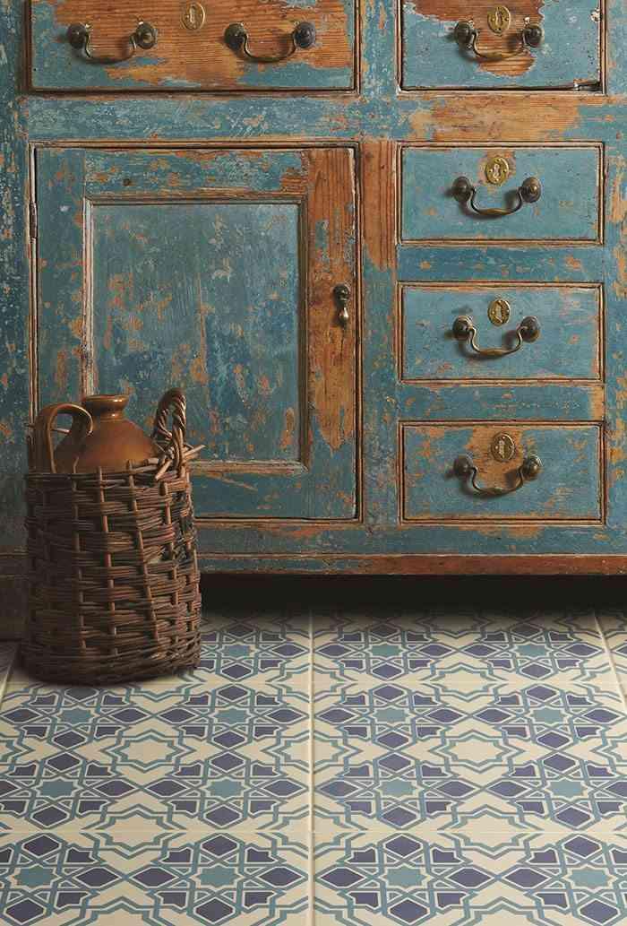 como decorar con azulejos en azul y blanco Original Style suelo campero