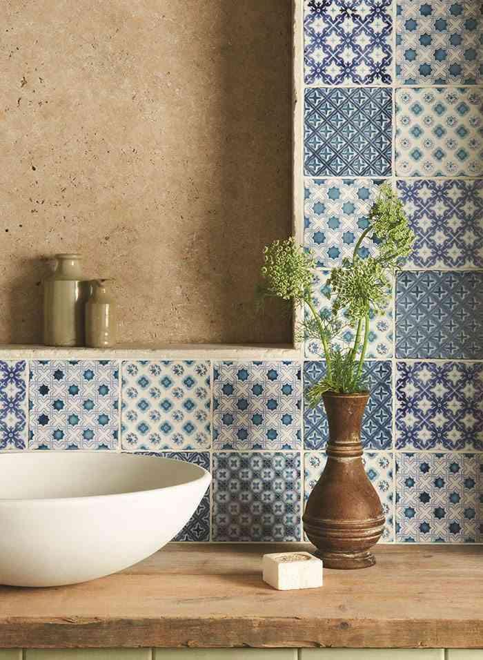 como decorar con azulejos en azul y blanco The Winchester Tile Company patchwork en tonos azules