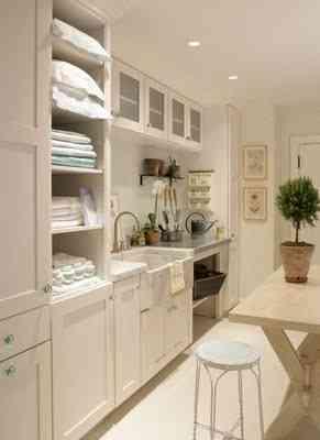 zona de lavandería amplia en casa
