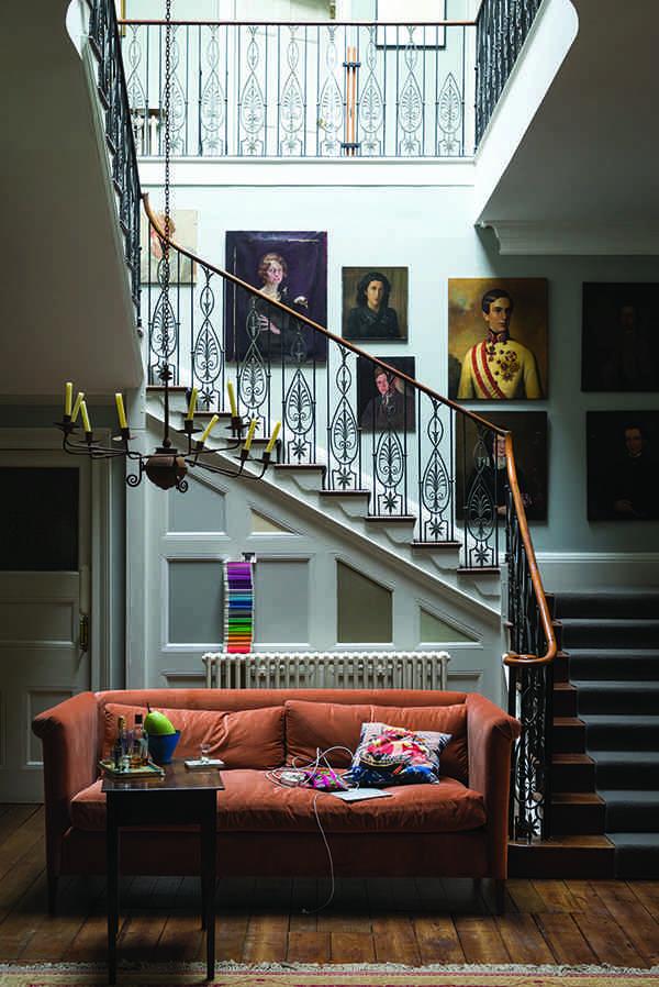 C mo aprovechar el espacio de las escaleras interiores for Decoracion de escaleras interiores