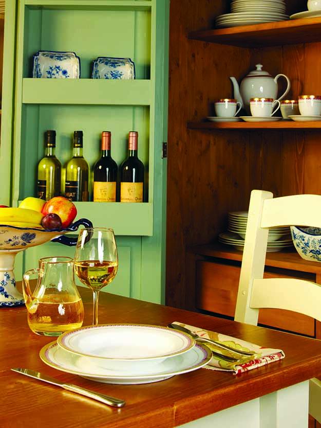 muebles de madera mesa y aparador rusticos