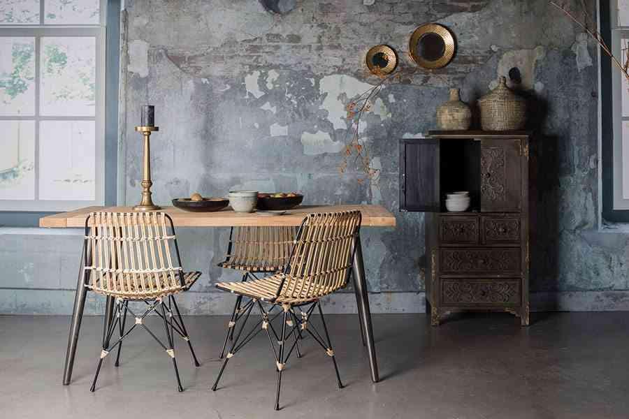 interiores de casas modernas sillas de fibra y patas de hierro
