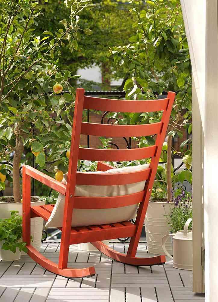 decoracion de terrazas en aticos mecedora ikea