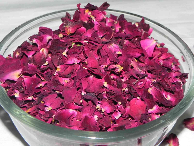 decoración con petalos de rosa