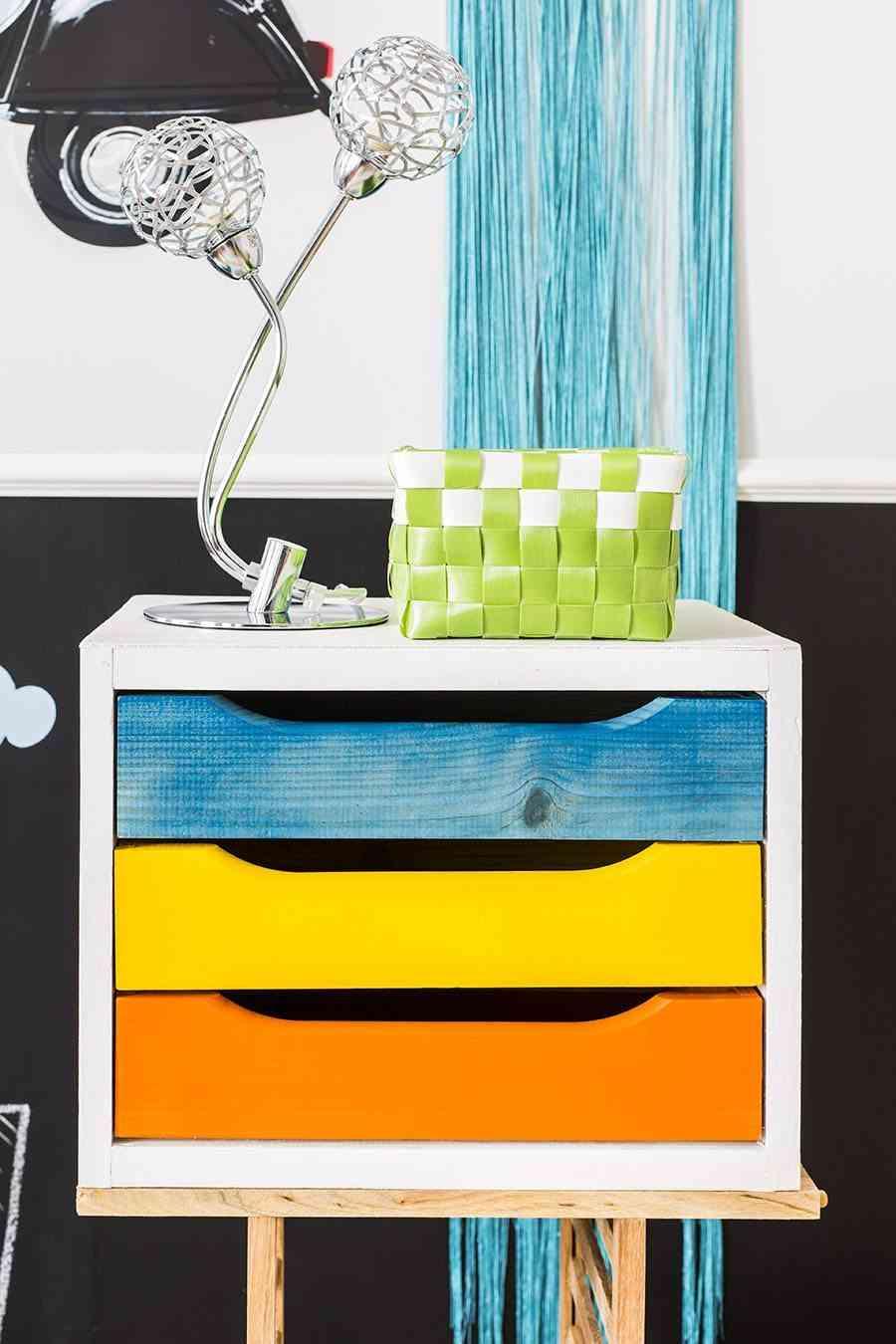 C mo pintar una cajonera de madera paso a paso for Pegatinas para decorar muebles