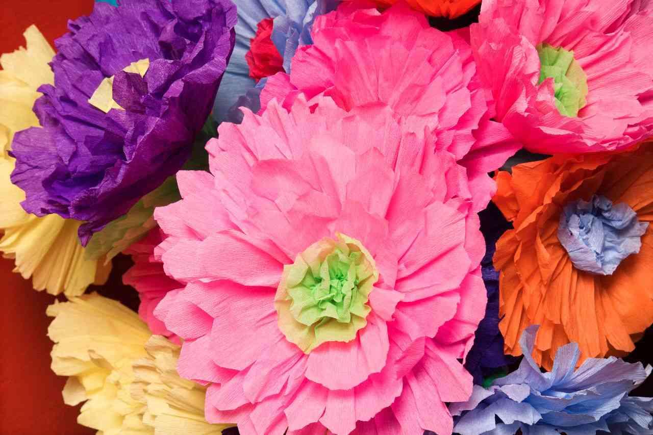 como hacer flores con materiales