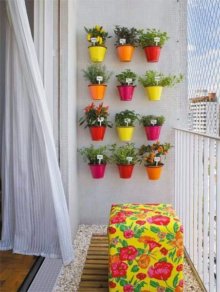 Ideas pr cticas para decorar balcones peque os - Decoracion de balcones con plantas ...