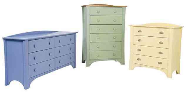 Diferentes muebles de madera