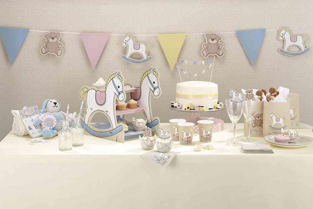 ideas para decorar un bautizo mesa ambiente crema nino