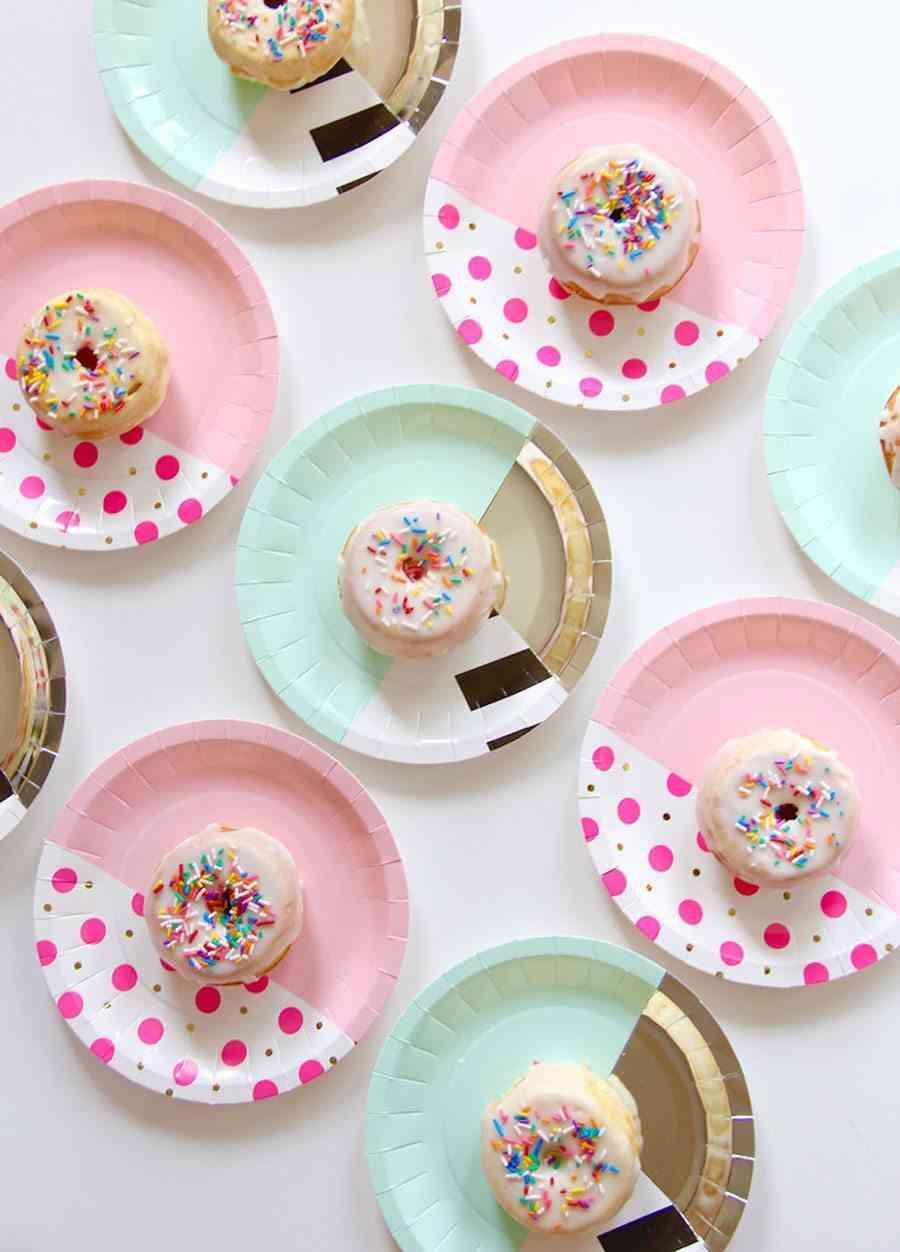 ideas para decorar un bautizo platos de papel