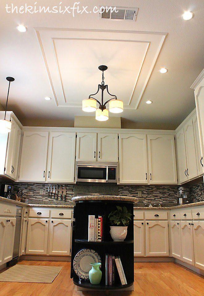 cocina con lámparas en el techo