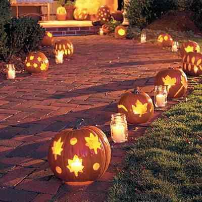 Decoración halloween entrada con calabazas tétricas