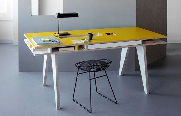 escritorio de diseño amarillo