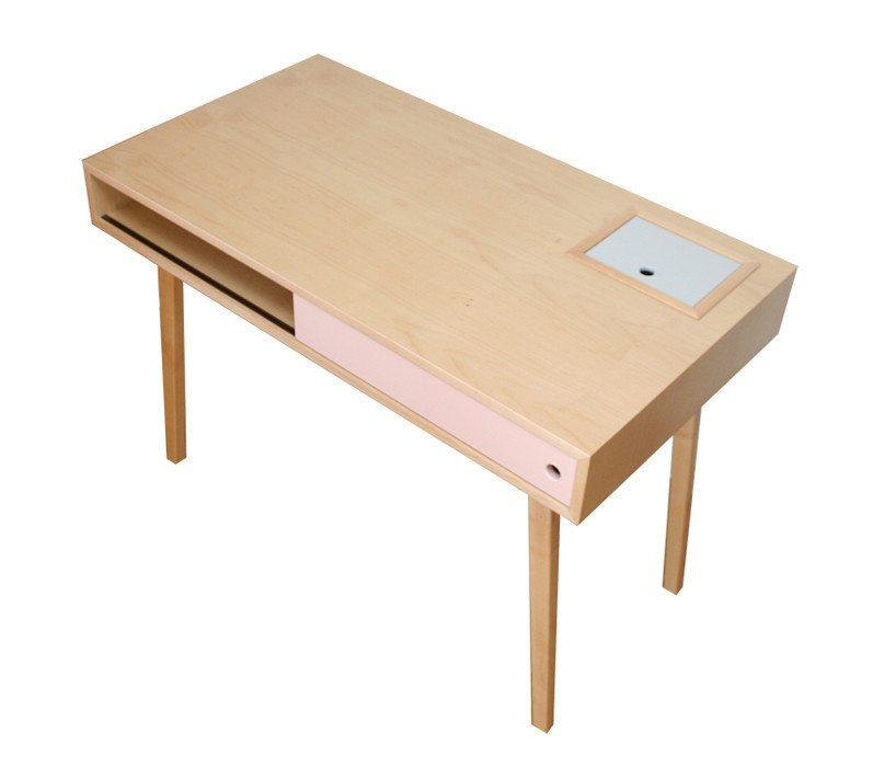 escritorio de diseño hecho en madera de arce