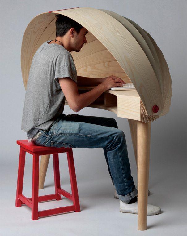 escritorio de diseño con capucha